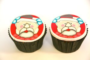 patterned santa clause cupcake using sugarpaste